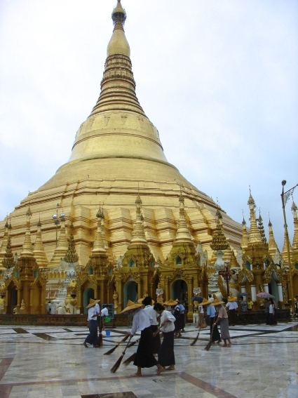 www.foodwinetravel.com.au Shwedagon Pagoda, Yangon, Myanmar, Burma, travelling in Burma, what to see in Burma, river cruises in Burma.