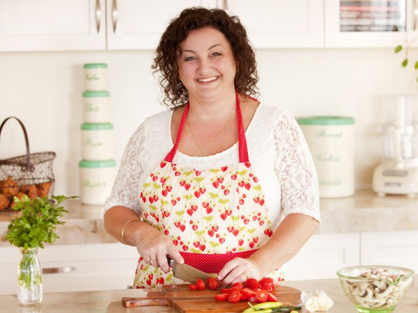 MasterChef winner Julie Goodwin wiill do cooking demonstrations on a Murray River cruise on board PS Murray Princess.
