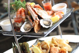 www.foodwinetravel.com.au, Oaks Mon Komo Hotel, Restaurant Caribbee, Moreton Bay bugs, seafood, best seafood restaurants, Brisbane restaurants, dining out in Brisbane, Redcliffe, Redcliffe restaurants.