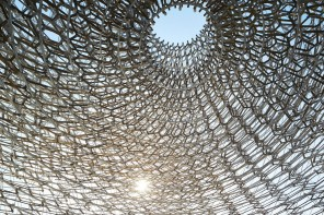 United_Kingdom_Inside_the_Hive_by_Day_1_courtesy_of_UKTI_©_Crown_Copyright