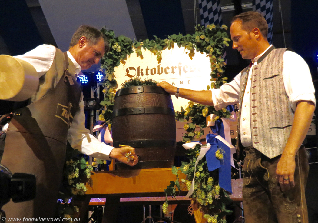 oktoberfest-2016-mayor-tapping-keg