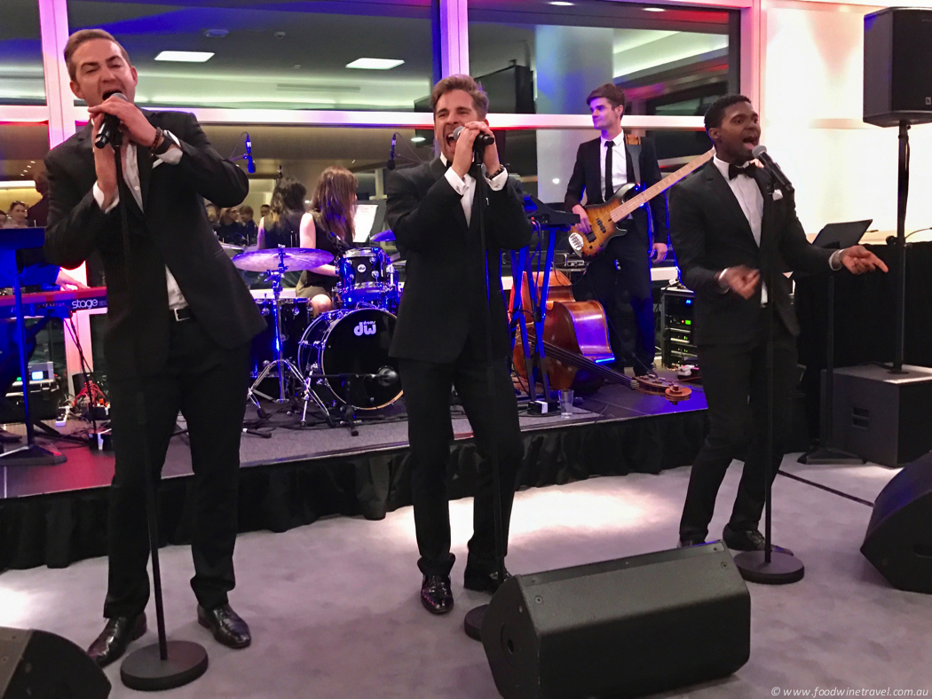 Qantas Domestic Business Lounge California Crooners