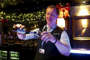 Guinness Ambassador Domhnall Marnell pours Hop House 13.