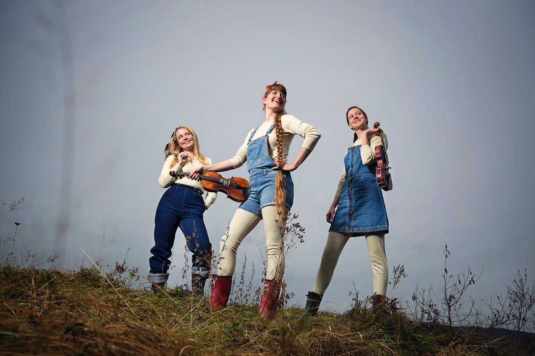Scandinavian fiddle trio Fru Skagerrak.