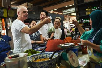Australian chef Mark Best takes Dream Cruises guests on a market tour.