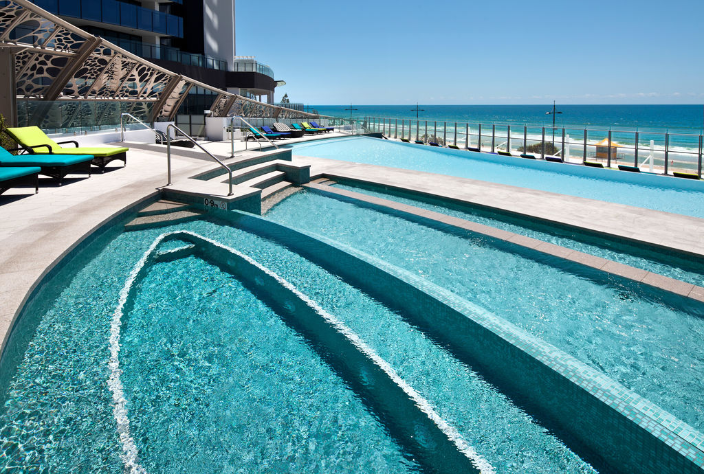 The spectacular podium with outdoor swimming pool and leisure areas.