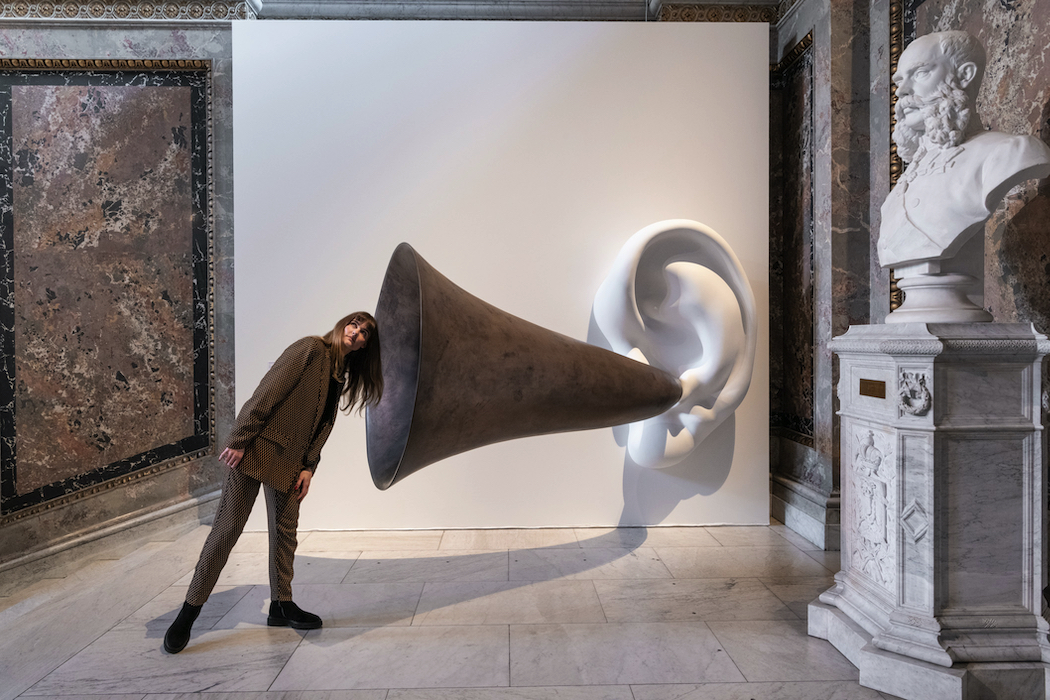 In the Kunsthistorisches Museum, Vienna: John Baldessari (1931–2020) Beethoven's Trumpet (with Ear) Opus # 132 2007 Resin, fibre glass, bronze, aluminium, electronics L 179 cm, W 110 cm, H 42 cm (Ear); L 224 cm, W 130 cm (Trumpet) © John Baldessari Courtesy of the artist, Sprüth Magers and Beyer Projects, Photo: KHM-Museumsverband