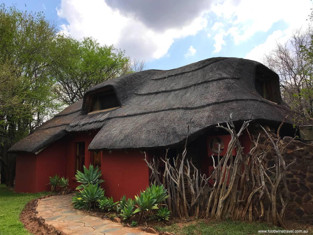 The Nare suite fits in perfectly with the environment at Madikwe.