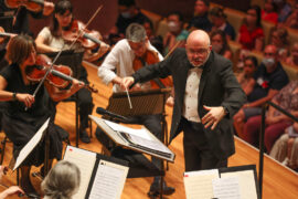 Guest conductor Peter Luff leading the Queensland Symphony Orchestra.